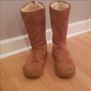 Ugg Tall with zipper